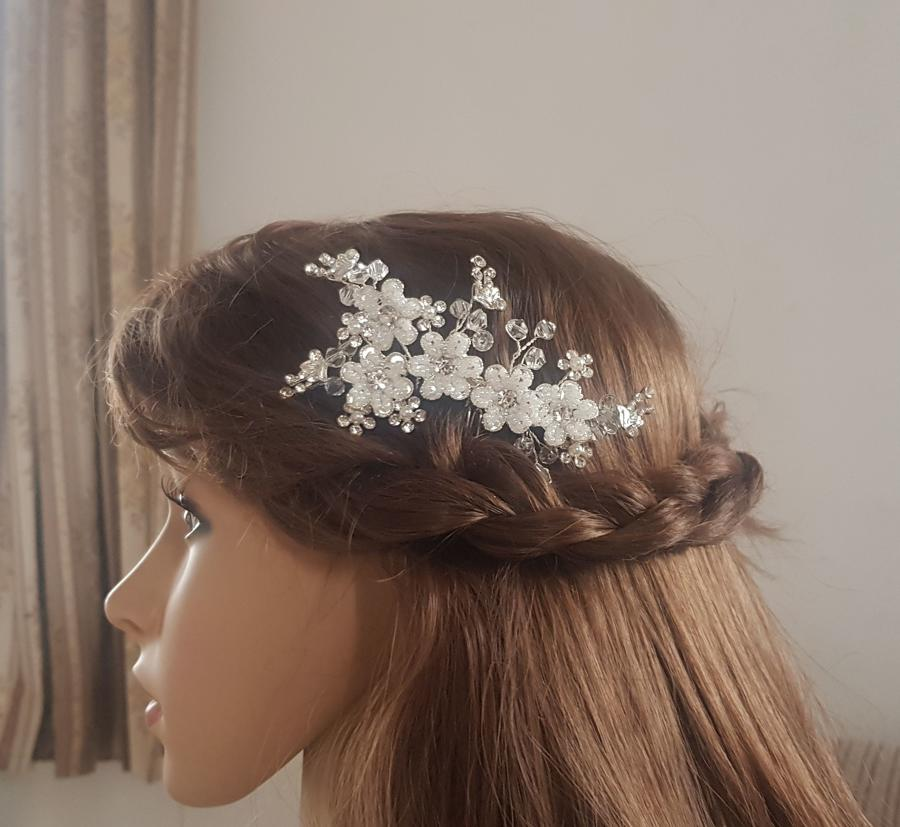 White intricate beaded flower hair comb